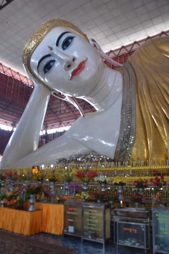 Large reclining Buddha at Chaukhtatgyi Pagoda