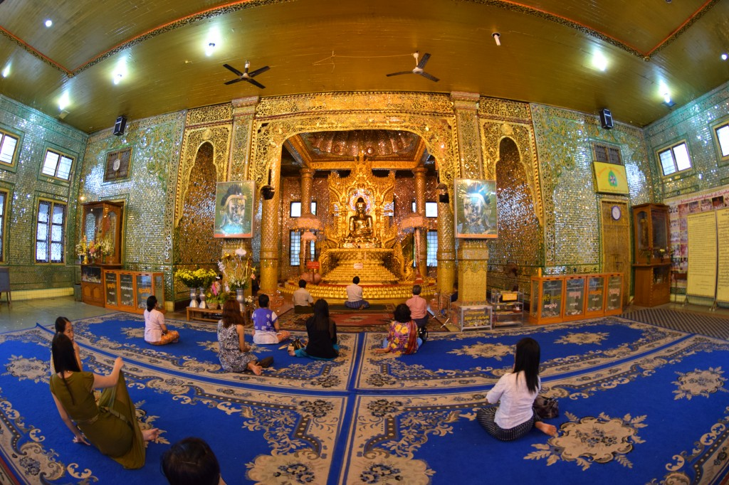 Prayer hall at Botataung pagoda