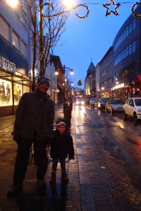11am in Reykjavik - street lights are still on!